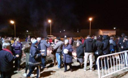 La Asociación de Vecinos del Barrio del Lucero de Valdepeñas celebra la Hoguera de San Antón