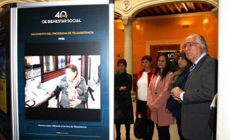 El Palacio de Medrano acoge una exposición fotográfica con los últimos 40 años en materia de bienestar social