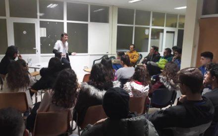 El baloncesto Valdepeñas organizó una charla sobre prevención de adicciones para monitores y jugadores/as