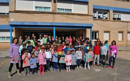 Felpeto conoce las mejoras realizadas en el Colegio de Torre de Juan Abad gracias a la convocatoria de Expresiones de Interés