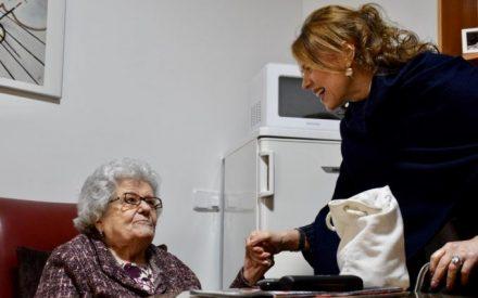 La consejera de Bienestar Social visita la reforma de las viviendas en 'Ciudad de Matrimonios' de Ciudad Real