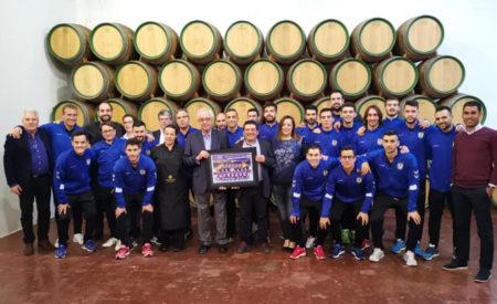 La plantilla de Viña Albali Valdepeñas visita la bodega de Félix Solís Avantis