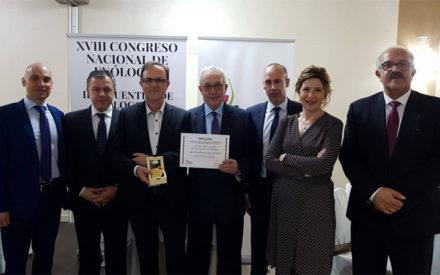 Antolín González, condecorado con la Medalla al Mérito Enológico