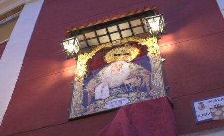 Bendecido el retablo cerámico que recordará la Coronación Litúrgica de María Stma. de la Palma