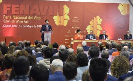 Caballero recogerá el Día de Castilla-La Mancha una Placa al Mérito Regional concedida a FENAVIN