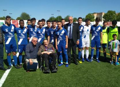 El Manzanares CF Juvenil consigue la victoria en una jornada de reconocimiento a Antonio Cava Sánchez de la Blanca