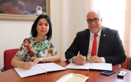 El alcalde de Manzanares renueva el convenio con el IES Azuer, valorado en 4.000 euros