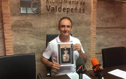 El concejal de Podemos-Equo Luis Benítez renuncia a la medalla de concejal