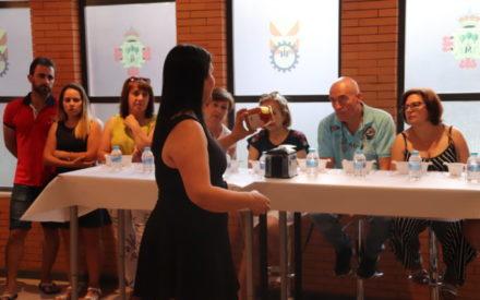 Ana María Megías dirige la primera de las catas de miel programadas por la Feria Nacional del Campo