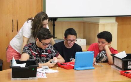Adolescentes de Manzanares aprenden sobre robótica de manera divertida gracias al taller Jóvenes científicos