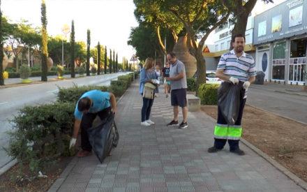 El PP realiza una batida de limpieza en la Avda. de las Tinajas