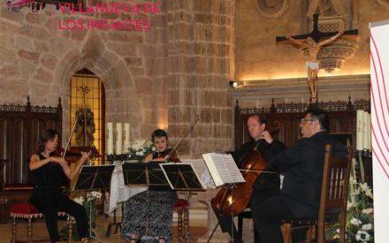 El templo parroquial de San Andrés acogió el concierto protagonizado por AmarArt y Álvaro Octavio