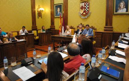 El Pleno aprueba mejoras en las pistas de pádel de La Molineta y en el Teatro Auditorio Municipal
