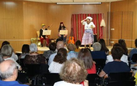 'La Patrañuela' llena la biblioteca en el inicio de las VIII Jornadas Medievales de Manzanares