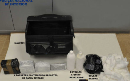 La Policía Nacional detiene en Valdepeñas a tres estafadores por el timo de los «billetes tintados»