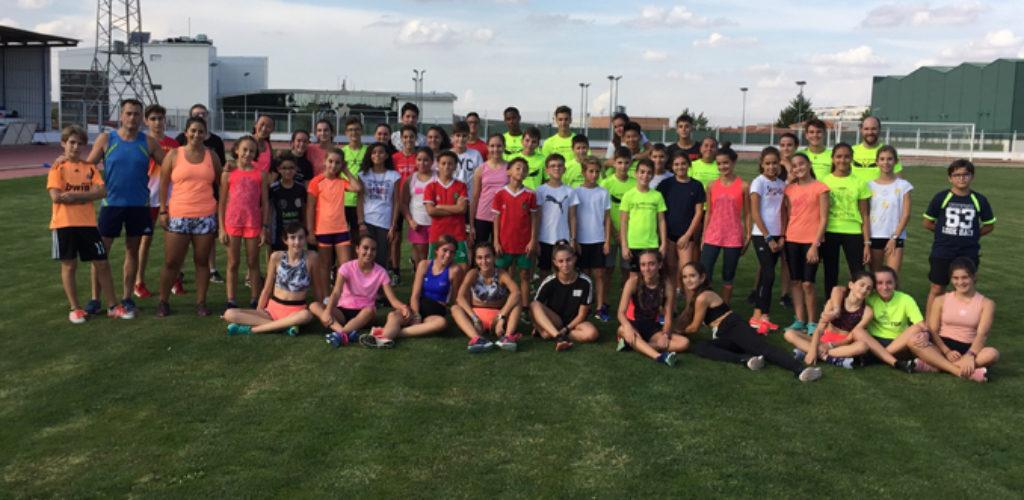 Una centena de alumnos comienzan la temporada en la Escuela de Atletismo de Valdepeñas