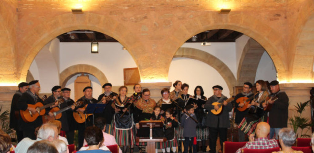 El grupo de Folck 'Aquí cantamos todos' ofreció una muestra de música popular en Villanueva de los Infantes