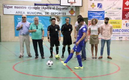 Saque a ciegas en el fútbol sala Manzanares por la Semana de la ONCE