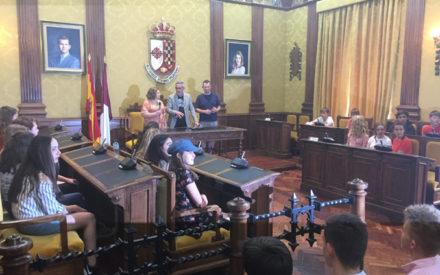 El alcalde recibe a 18 alumnos ingleses en su intercambio con el centro Bernardo de Balbuena