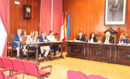 La televisión municipal y la modificación de ordenanzas fiscales protagonizan el pleno de octubre
