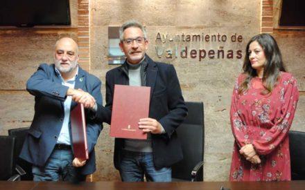 El Consistorio renueva su convenio de 35.000 euros con AFAD y apostará por el empleo por la inclusión