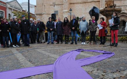 Valdepeñas ha conmemorado este lunes 25 de noviembre el Día Internacional Contra la Violencia de Género con un acto institucional