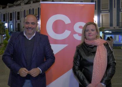 El candidato de Ciudadanos Fco. Fernández-Bravo realiza un paseo ciudadano en Valdepeñas