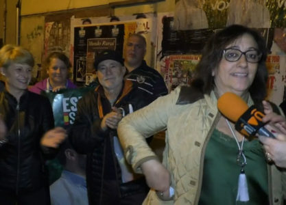 Vox Valdepeñas realizó la tradicional pegada de carteles
