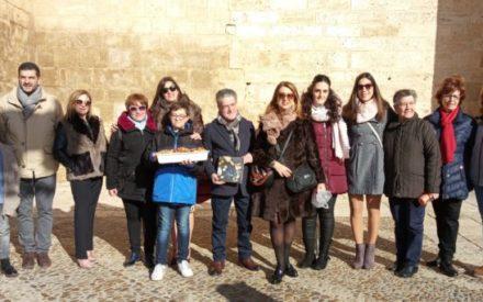 La Asociación Duelos y Quebrantos de Valdepeñas ha organizado la II Venta Solidaria de Flores de Sartén y Rosquillos