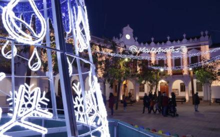 Las luces de Navidad ya iluminan Manzanares