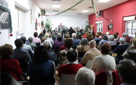 Los villancicos llevaron la alegría al Centro de Mayores de Manzanares