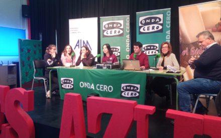 """El programa de Onda Cero """"Más de uno Valdepeñas"""" emitido  en directo desde el IES Azuer"""