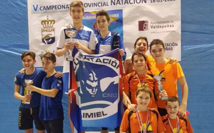 El Club Natación Valdepeñas realiza un excelente Campeonato Provincial benjamín y alevín