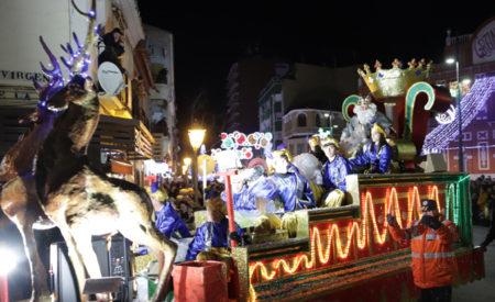 La cabalgata de los Reyes Magos pone el punto y final a una intensa Navidad en Manzanares