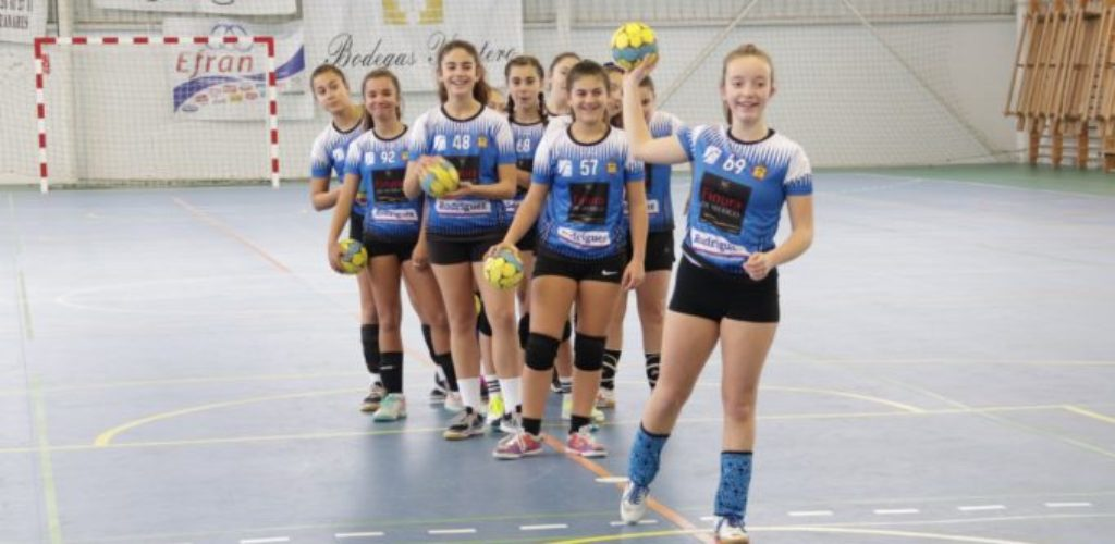Alrededor de 130 niños y niñas de Manzanares forman la escuela deportiva municipal de balonmano