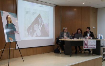 Pilar Criado presentó en Manzanares su libro 'Para ver a una giganta'