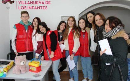 Cruz Roja Juventud hace entrega de juguetes a las familias más desfavorecidas de Villanueva de los Infantes