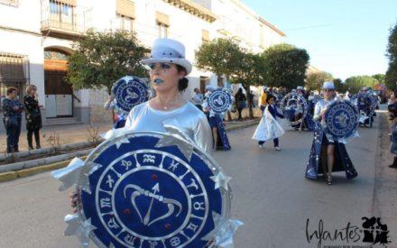 El Desfile de Carrozas y Máscaras volvió a llenar de magia y colorido las calles de Villanueva de los Infantes