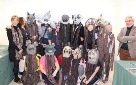 Exposición de máscaras hechas con papel como preámbulo del carnaval en Manzanares