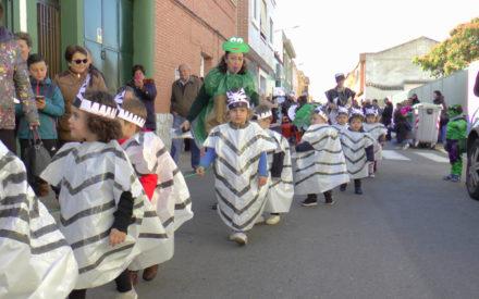 La escuela infantil Virgen de Consolación sale a la calle con su desfile de carnaval