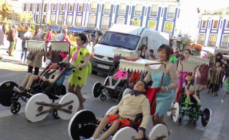 El CEE María Luisa Navarro Margati celebra por las calles su desfile de Carnaval