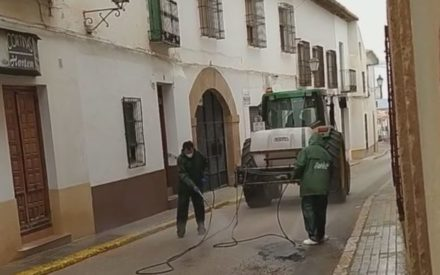 Se procede a la desinfección de calles y espacios públicos en Villanueva de los Infantes
