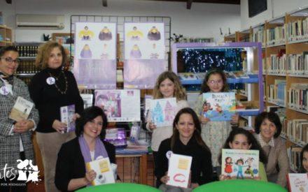 La Biblioteca Municipal 'Quevedo' de Villanueva de los Infantes ya cuenta con su Estantería Violeta