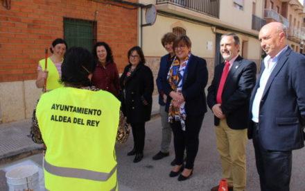 La delegada de la Junta, Carmen Olmedo, ha visitado distintas actuaciones de empleo que se están realizando en Aldea del Rey