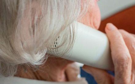 Valdepeñas ofrece lectura telefónica a los mayores para combatir la soledad del confinamiento