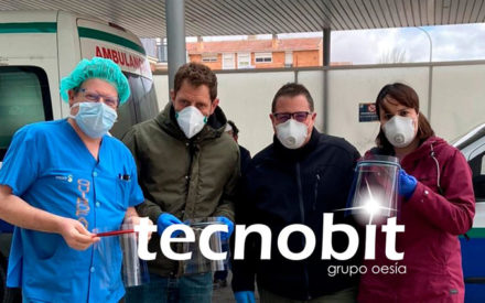 Voluntarios de Tecnobit-Grupo Oesía fabrican más de un centenar de viseras de seguridad para personal sanitario