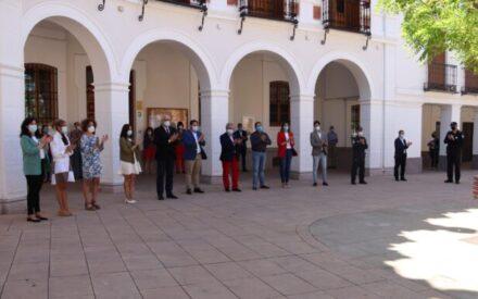 Manzanares homenajea a las víctimas de la pandemia con un nuevo minuto de silencio