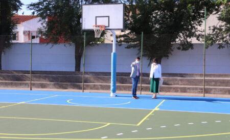Manzanares tiene lista la pista polideportiva verde para entrenar
