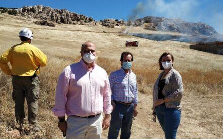 El operativo contra incendios del Gobierno de CLM realiza quemas controladas de pasto y matorral en el entorno de Puertollano