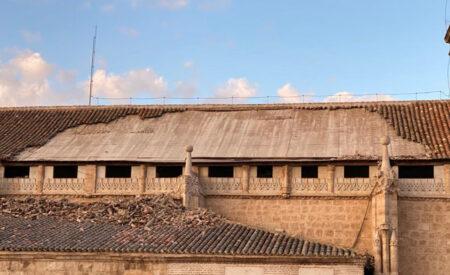 Parte del tejado de la iglesia de la Asunción se ha desprendido